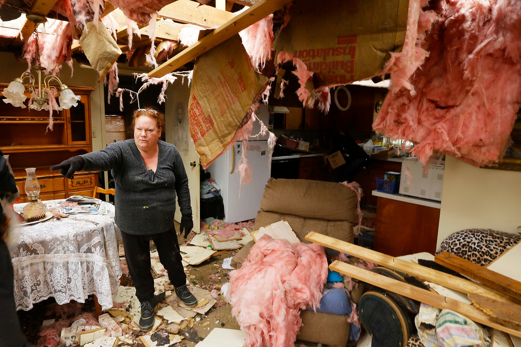 Description of . Thereesa Long directs friends helping her sift through her belongings in Mayflower, Ark., Tuesday, April 29, 2014.   (AP Photo/Danny Johnston)