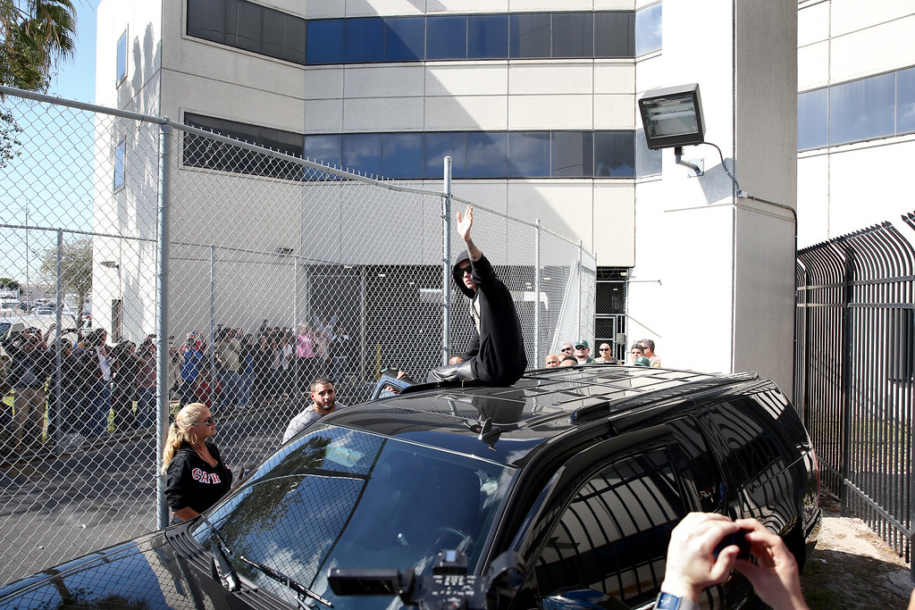 . Justin Bieber waves after exiting from the Turner Guilford Knight Correctional Center on January 23, 2014 in Miami, Florida. Justin Bieber was charged with drunken driving, resisting arrest and driving without a valid license after Miami Beach police found the pop star street racing Thursday morning.  (Photo by Joe Raedle/Getty Images)