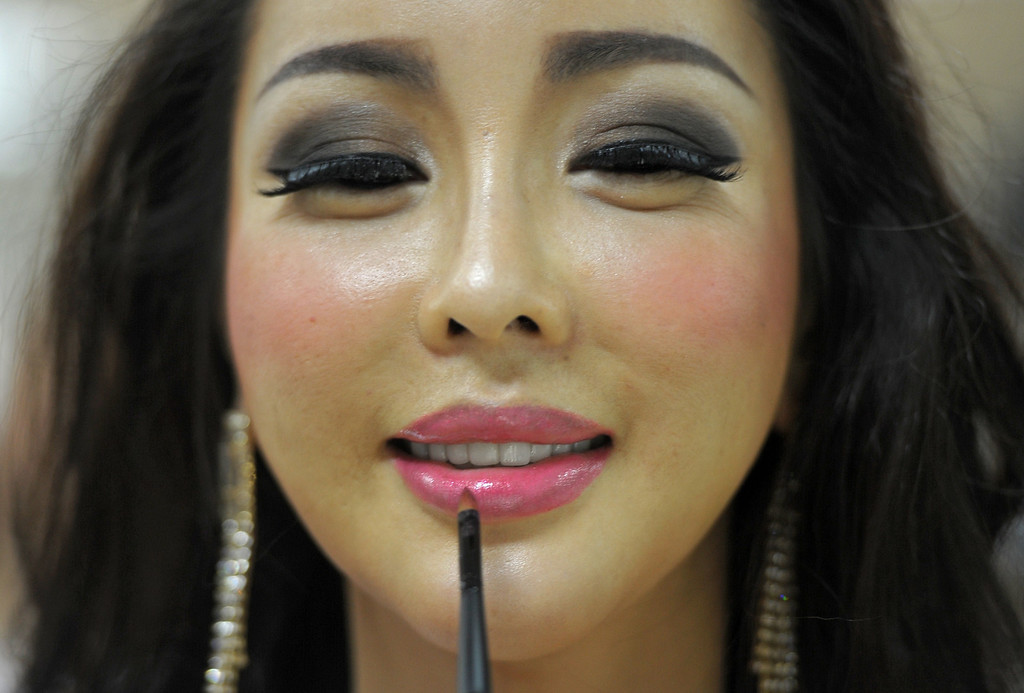 Description of . A contestant makes up at backstage during the Miss International Queen 2013 beauty contest in Pattaya resort on November 1, 2013. Twenty-five contestants from 17 countries are to compete in Pattaya for the crown of Miss International Queen since 2004. AFP PHOTO / PORNCHAI  KITTIWONGSAKUL/AFP/Getty Images