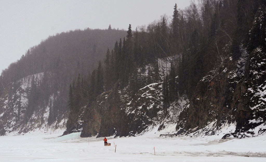 Description of . Musher Jake Berkowitz drives his dog team up the Yukon River after leaving the checkpoint in Anvik, Alaska, on Friday, March 8, 2013, during the Iditarod Trail Sled Dog Race. (AP Photo/Anchorage Daily News, Bill Roth)