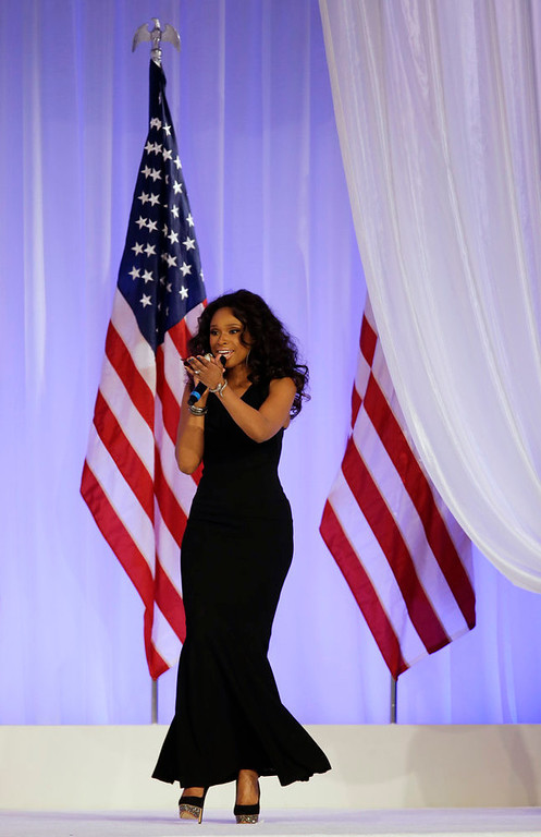 Description of . Jennifer Hudson sings while President Barack Obama and his wife Michelle dance at the Inaugural Ball at the 57th Presidential Inauguration in Washington, Monday, Jan. 21, 2013. (AP Photo/Paul Sancya)