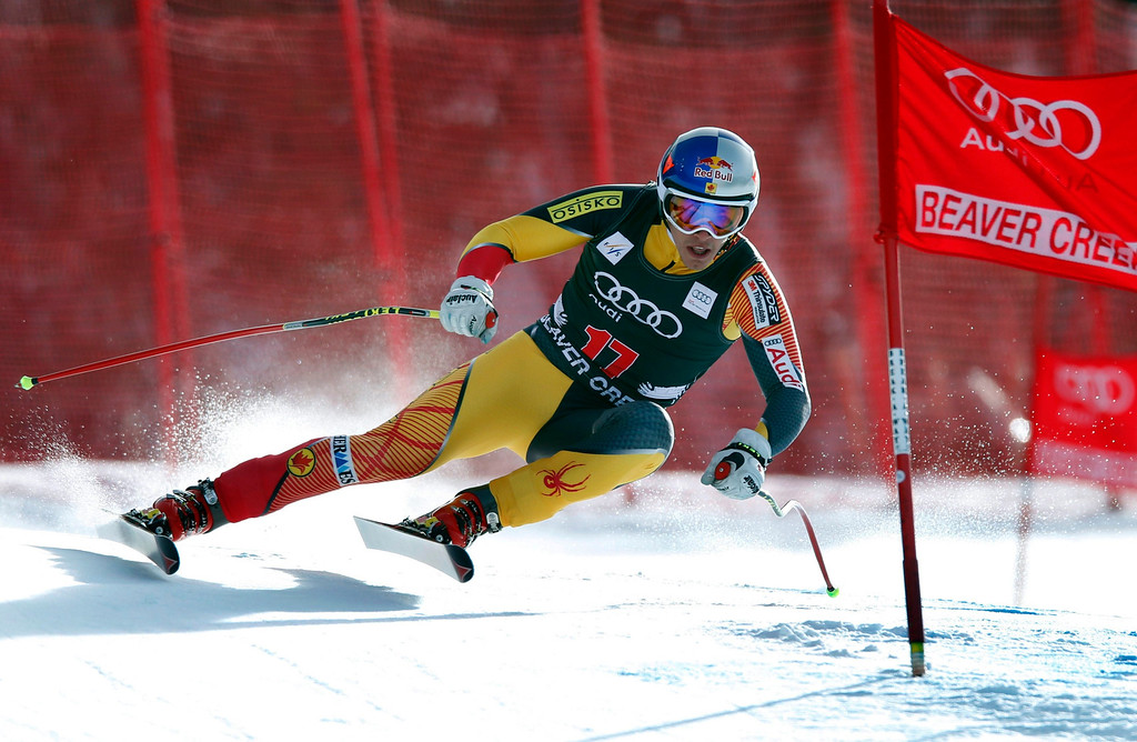Description of . Erik Guay of Canda skis past a gate in the men's World Cup downhill ski race in Beaver Creek, Colorado, November 30, 2012. Guay finished 15th in the race.   REUTERS/Mike Segar