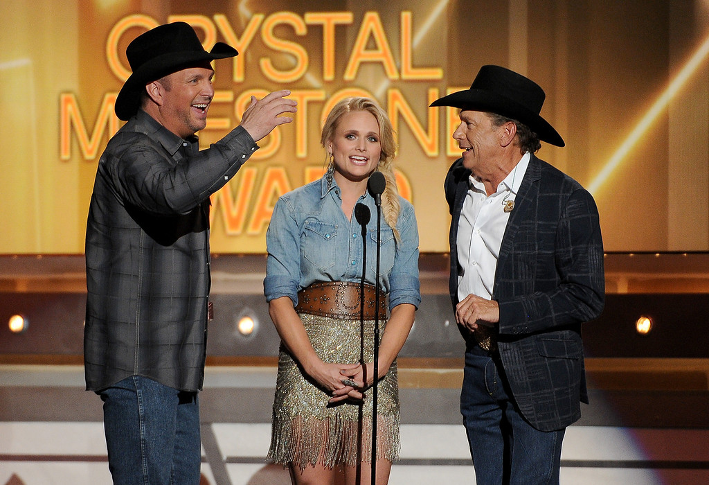 Description of . Garth Brooks, Miranda Lambert and George Strait speak on stage at the 49th annual Academy of Country Music Awards at the MGM Grand Garden Arena on Sunday, April 6, 2014, in Las Vegas. (Photo by Chris Pizzello/Invision/AP)