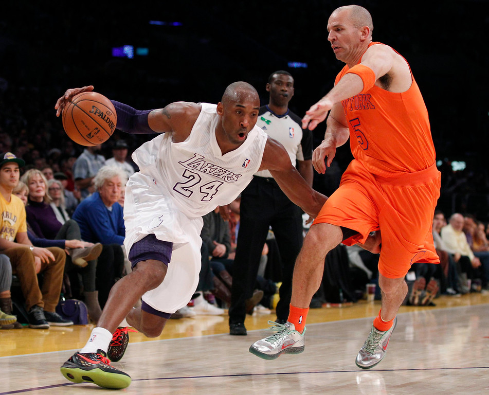 Description of . Los Angeles Lakers' Kobe Bryant (L) drives around New York Knicks' Jason Kidd (R) during the second half of their NBA basketball game in Los Angeles December 25, 2012. REUTERS/Danny Moloshok