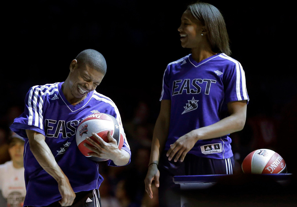 Description of . Former NBA player Muggsy Bogues and  Indiana Fever's Tamika Catchings react at the skills challenge during NBA All-Star Saturday Night basketball in Houston on Saturday, Feb. 16, 2013. (AP Photo/Eric Gay)