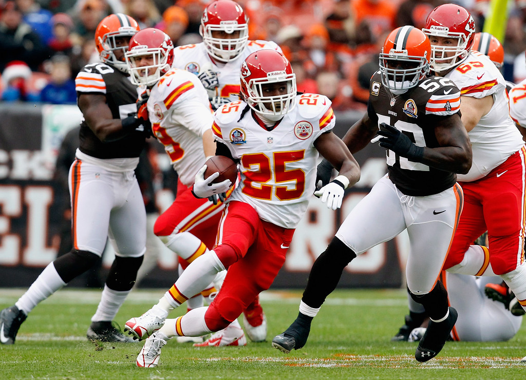 . CLEVELAND, OH - DECEMBER 09:  Running back Jamaal Charles #25 of the Kansas City Chiefs scores a touchdown as he runs by linebacker D\'Qwell Jackson #52 of the Cleveland Browns at Cleveland Browns Stadium on December 9, 2012 in Cleveland, Ohio.  (Photo by Matt Sullivan/Getty Images)