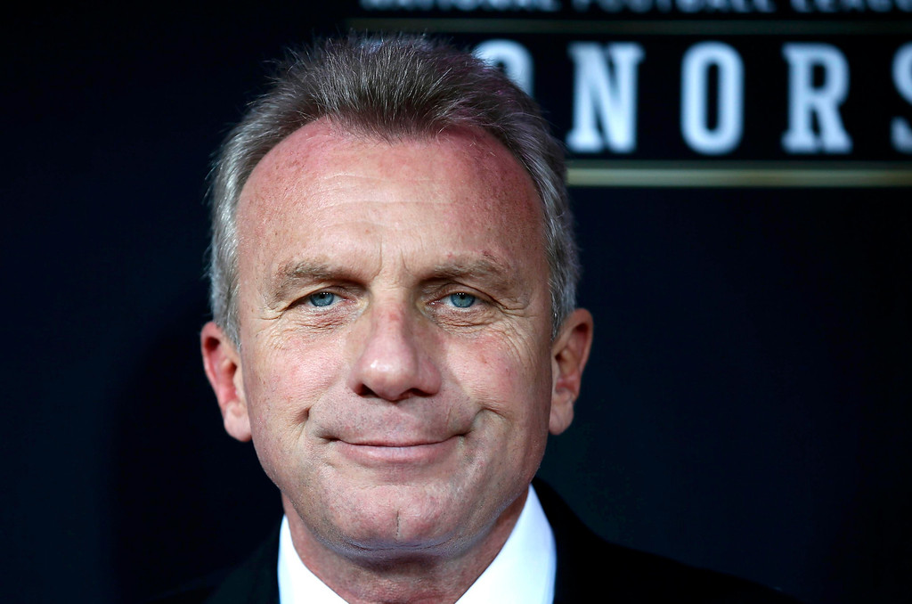 Description of . Former San Francisco 49ers quarterback Joe Montana arrives at the 2nd Annual NFL Honors in New Orleans, Louisiana, February 2, 2013. The San Francisco 49ers will meet the Baltimore Ravens in the NFL Super Bowl XLVII football game February 3.  REUTERS/Lucy Nicholson