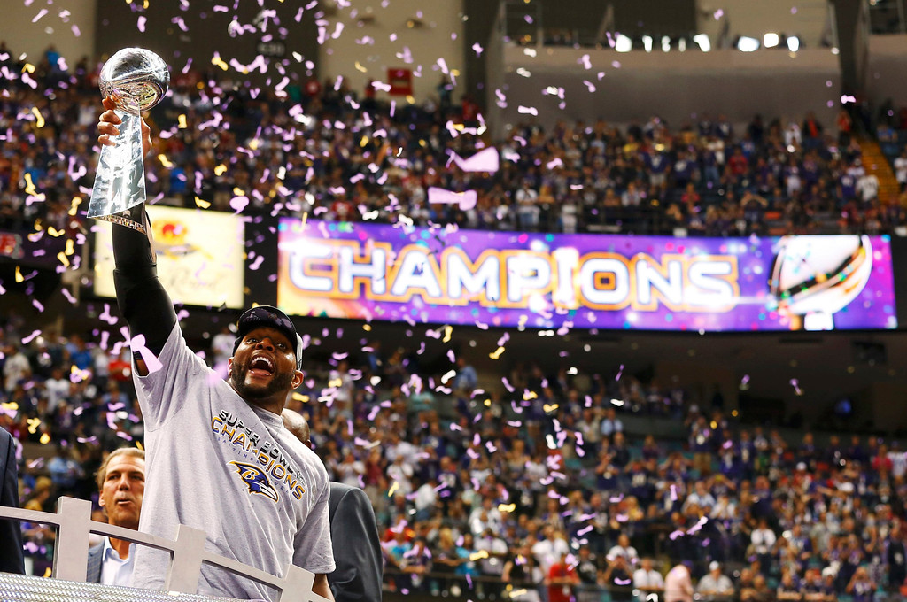 Description of . Baltimore Ravens inside linebacker Ray Lewis celebrates with the Vince Lombardi trophy after the Ravens defeated the San Francisco 49ers to win the NFL Super Bowl XLVII football game in New Orleans, Louisiana, February 3, 2013.  REUTERS/Jeff Haynes