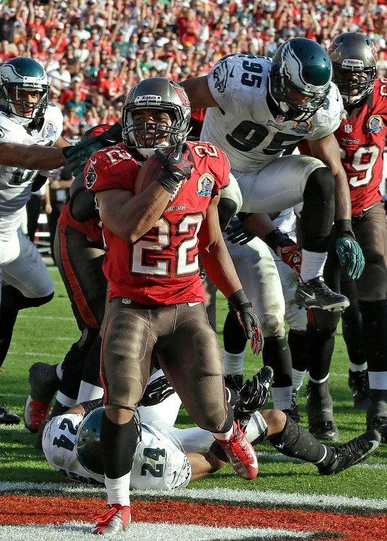 Description of . Tampa Bay Buccaneers running back Doug Martin (22) scores on a four-yard touchdown run against the Philadelphia Eagles during the fourth quarter of an NFL football game Sunday, Dec. 9, 2012, in Tampa, Fla. (AP Photo/Chris O\'Meara)