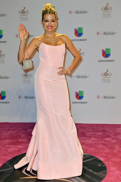Description of . Fanny Lu arrives at the 25th Anniversary of Univision's