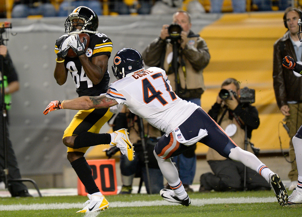 Description of . Pittsburgh Steelers wide receiver Antonio Brown (84) makes a catch in front of Chicago Bears free safety Chris Conte (47) in the second quarter of an NFL football game on Sunday, Sept. 22, 2013, in Pittsburgh. (AP Photo/Don Wright)