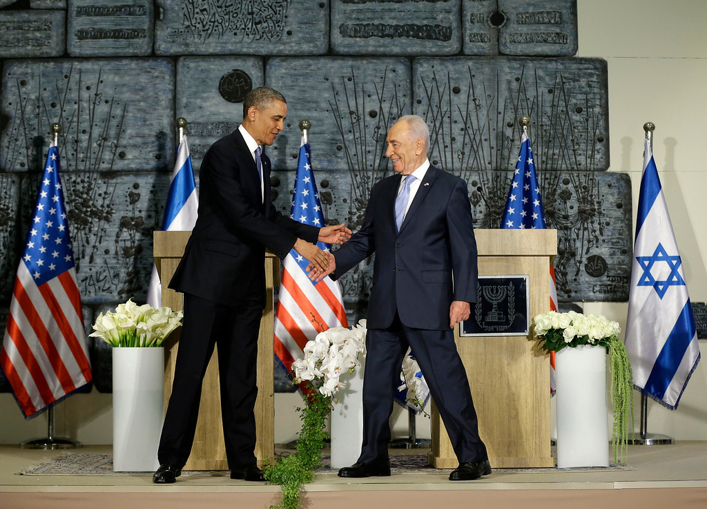 Description of . President Barack Obama and Israeli President Shimon Peres shake hands following their joint statement to members of the media at the President's Residence in Jerusalem, Israel, Wednesday, March 20, 2013, (AP Photo/Pablo Martinez Monsivais)