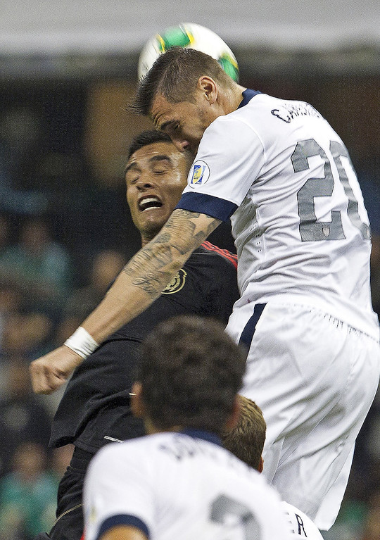 Description of . Mexico's Jesus Zabala, left, and United States' Geoffrey Cameron go for a header during a World Cup 2014 qualifying match at the Aztec stadium in Mexico City, Tuesday, March 26, 2013. (AP Photo/Christian Palma)
