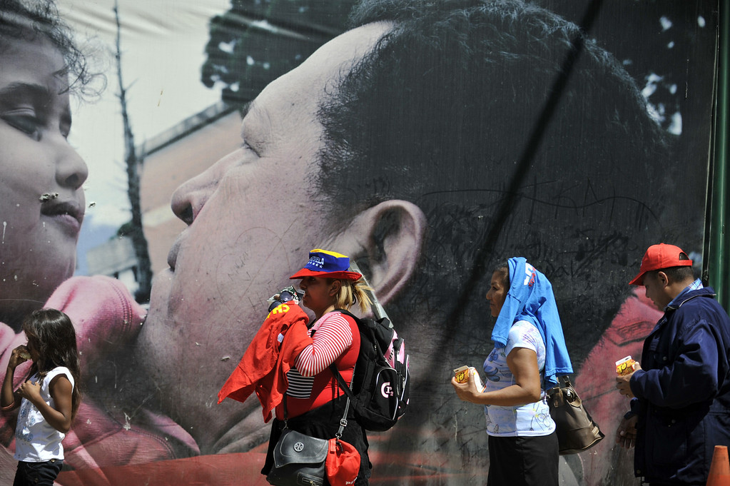 Description of . People line up to pay their respects to late Venezuelan President Hugo Chavez in Caracas on March 8, 2013.    AFP PHOTO/Eitan ABRAMOVICH/AFP/Getty Images
