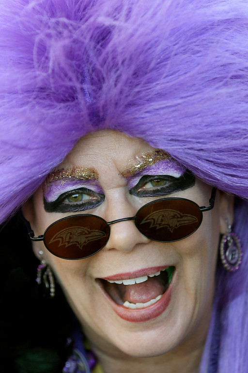 Description of . Baltimore Ravens fan Cindy Piece poses for a photo before the NFL Super Bowl XLVII football game between the Ravens and the San Francisco 49ers Sunday, Feb. 3, 2013, in New Orleans. (AP Photo/Marcio Sanchez)