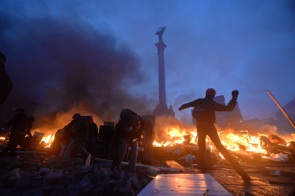 Description of . Anti-government protesters clash with the police on Independence Square in Kiev early on February 19, 2014.   AFP PHOTO/SERGEI  SUPINSKY/AFP/Getty Images