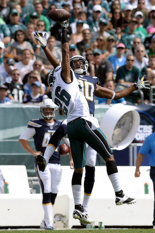 Description of . Philadelphia Eagles' Cary Williams, left, breaks up a pass intended for San Diego Chargers' Malcom Floyd during the first half of an NFL football game on Sunday, Sept. 15, 2013, in Philadelphia. (AP Photo/Michael Perez)