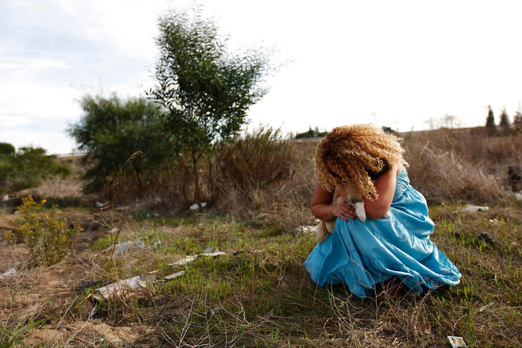 . An Israeli women holds her dog as a siren sounds warning of incoming rockets in the southern city of Ashkelon November 16, 2012.  REUTERS/Amir Cohen