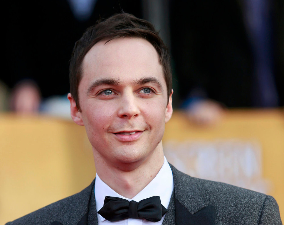 ". Actor Jim Parsons of the TV comedy ""The Big Bang Theory\"" arrives at the 19th annual Screen Actors Guild Awards in Los Angeles, California January 27, 2013.  REUTERS/Adrees Latif"