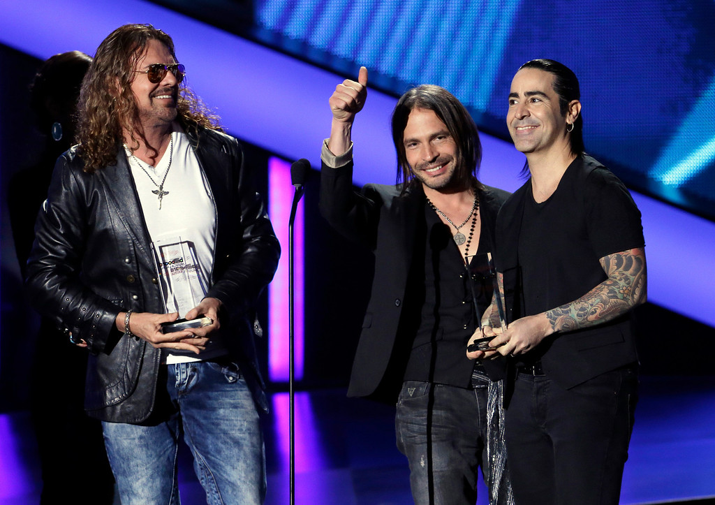 Description of . The group Mana, from left,  Fher Olvera,  Sergio Vallin and Alex Gonzalez receive the Latin Pop album of the year award at the Latin Billboard Awards in Coral Gables, Fla., Thursday April 25, 2013. (AP Photo/Alan Diaz)