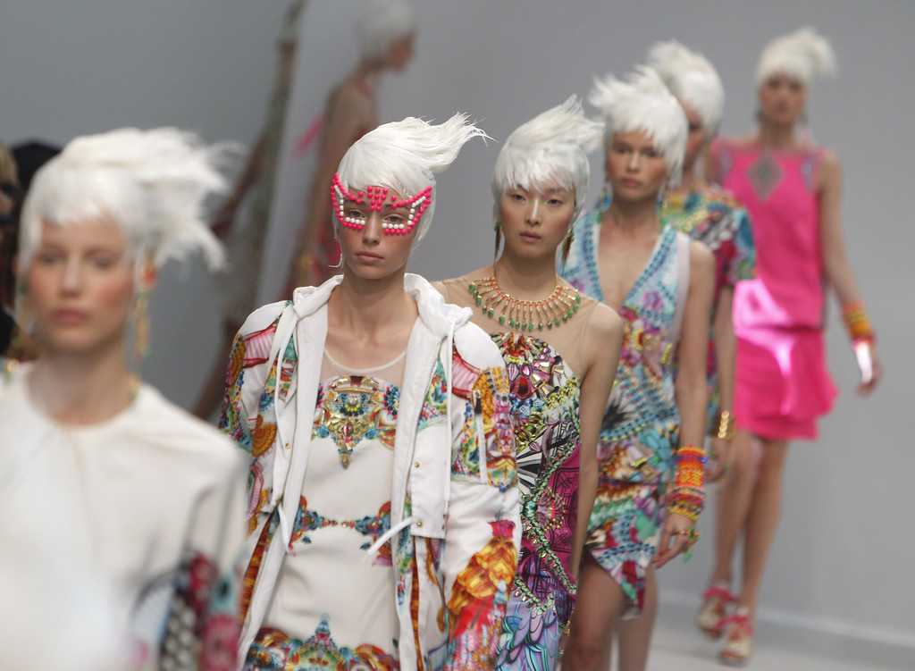 Description of . Models present creations as part of Indian fashion designer Manish Arora's ready-to-wear Spring-Summer 2014 fashion collection presented in Paris, Thursday, Sept.26, 2013. (AP Photo/Thibault Camus)