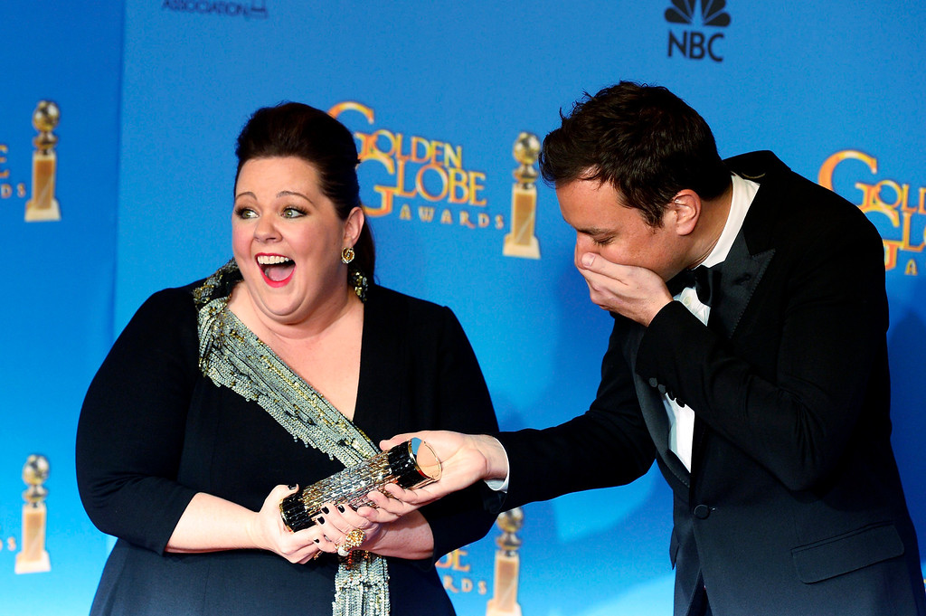 Description of . US actress Melissa McCarthy (L) and comedian Jimmy Fallon (R) joke around in the press room at the 71st Annual Golden Globe Awards at the Beverly Hilton, in Beverly Hills, California, USA, 12 January 2014.  EPA/PAUL BUCK