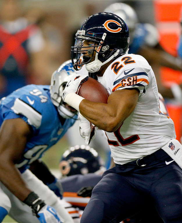 Description of . DETROIT, MI - SEPTEMBER 29:  Matt Forte #22 of the Chicago Bears looks for room to run while playing the Detroit Lions at Ford Field on September 29, 2013 in Detroit, Michigan. (Photo by Gregory Shamus/Getty Images)