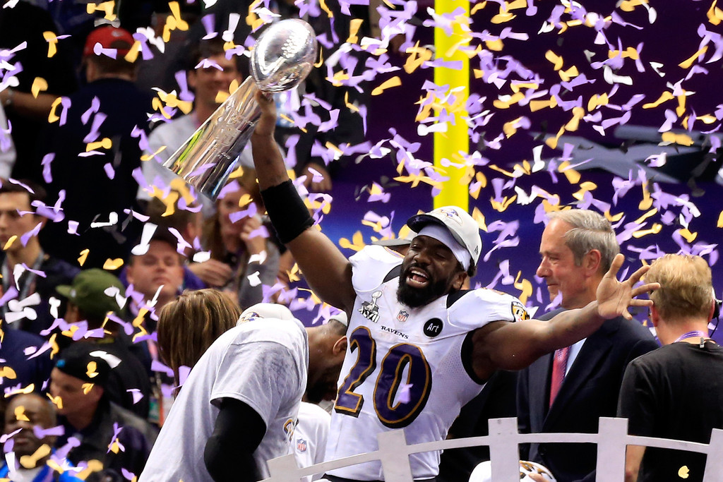 Description of . Ed Reed #20 of the Baltimore Ravens holds up the Vince Lombardi Trophy following their 34-31 win against the San Francisco 49ers during Super Bowl XLVII at the Mercedes-Benz Superdome on February 3, 2013 in New Orleans, Louisiana.  (Photo by Jamie Squire/Getty Images)