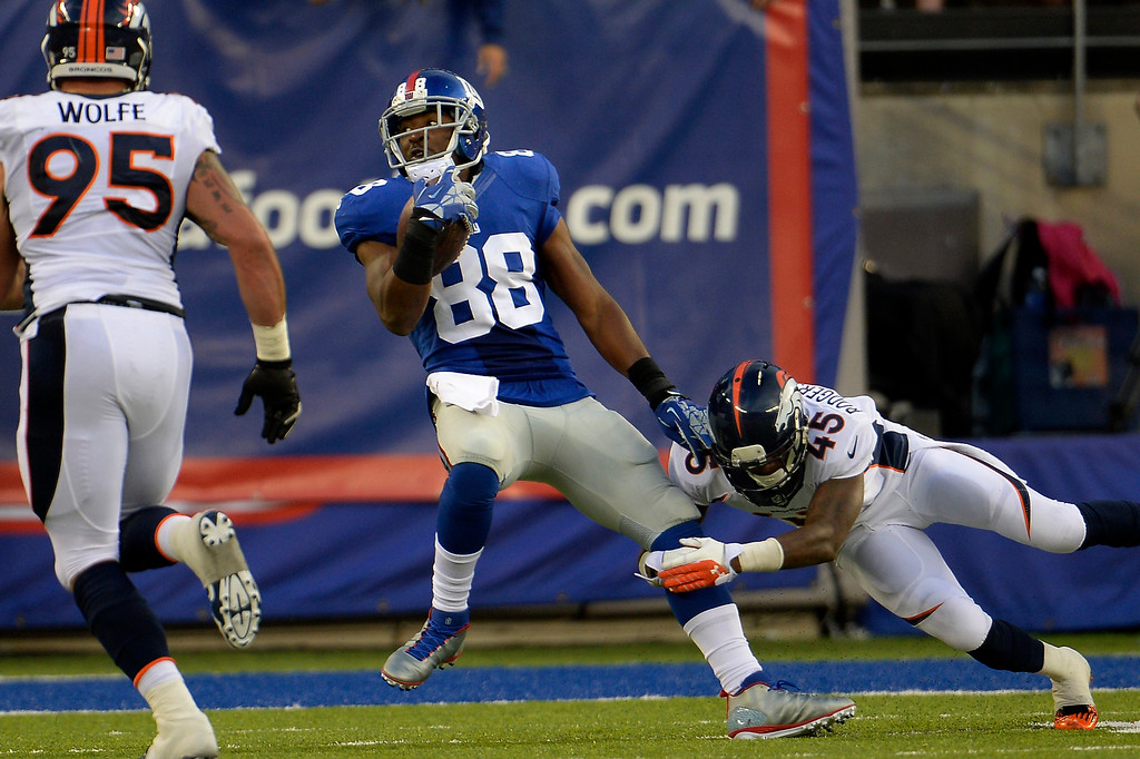 Description of . September 15: wide receiver Hakeem Nicks (88) of the New York Giants makes a catch in frnt of cornerback Dominique Rodgers-Cromartie (45) of the Denver Broncos to make it first and 9 on the 9 yard line  at METLIFE Stadium. September 15, 2013 East Rutherford, NJ. (Photo By Joe Amon/The Denver Post)