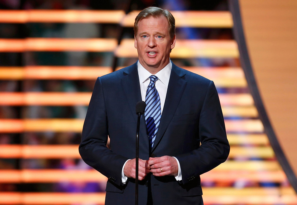 Description of . NFL Commissioner Roger Goodell presents the NFL Walter Payton Man of the Year award during the NFL Honors award show in New Orleans, Louisiana February 2, 2013.  REUTERS/Jeff Haynes