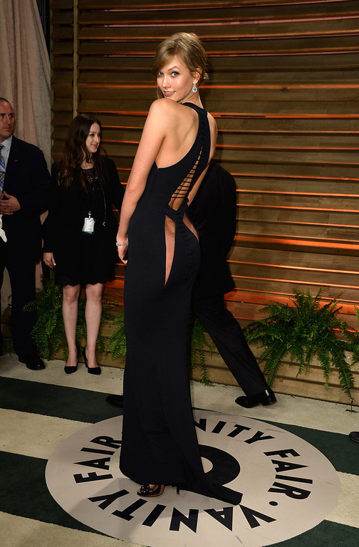 Description of . Model Karlie Kloss attends the 2014 Vanity Fair Oscar Party hosted by Graydon Carter on March 2, 2014 in West Hollywood, California.  (Photo by Pascal Le Segretain/Getty Images)