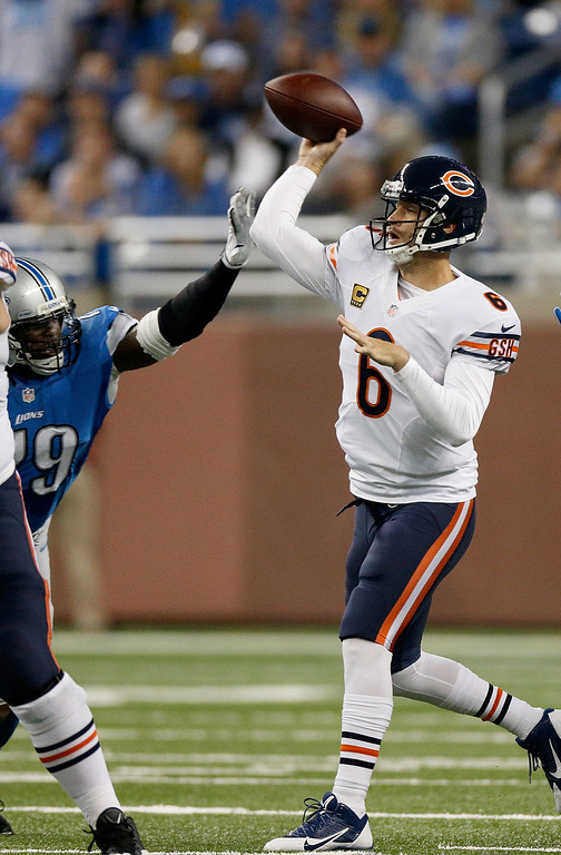 Description of . DETROIT, MI - SEPTEMBER 29:  Jay Cutler #6 of the Chicago Bears throws a first-quarter pass while playing the Detroit Lions at Ford Field on September 29, 2013 in Detroit, Michigan. (Photo by Gregory Shamus/Getty Images)