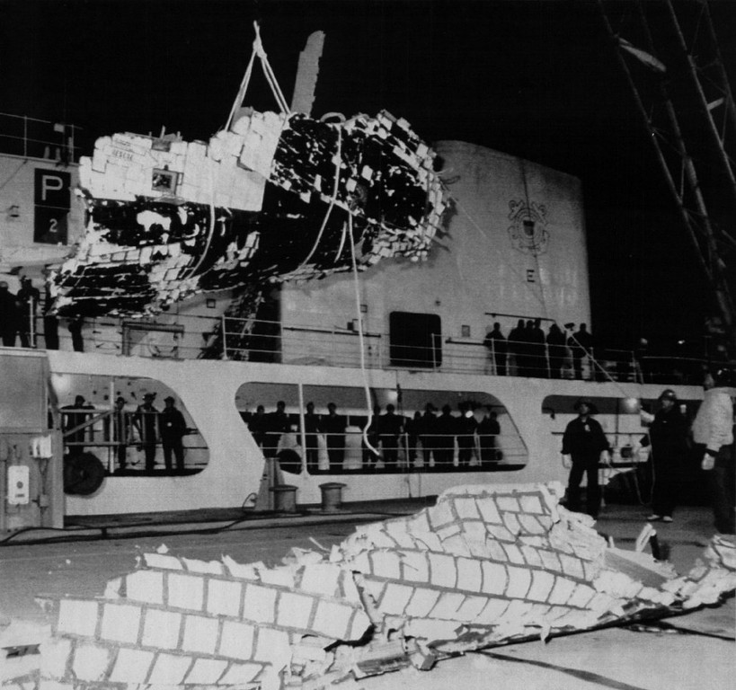 Description of . Workers remove a large section of the space shuttle Challenger from the USCG Cutter Dallas. Being lowered is the right lower section of the forward fuselage that surrounded a portion of the crew compartment. On deck is what is believed to be another portion of the fuselage.  Denver Post Library Archive