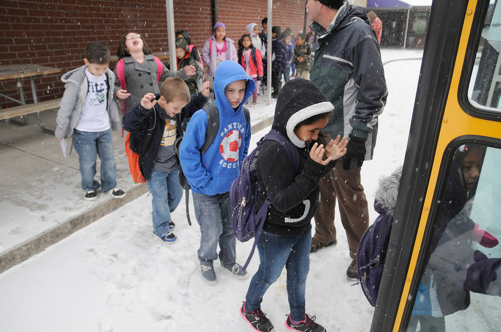 Description of . Sevierville Primary School students load up as school is let out early due to snow in Sevierville, Tenn., Tuesday, Jan. 28, 2014.  Snowfall across East Tennessee has led several school districts to call off classes early. (AP Photo/The Mountain Press, Curt Habraken)