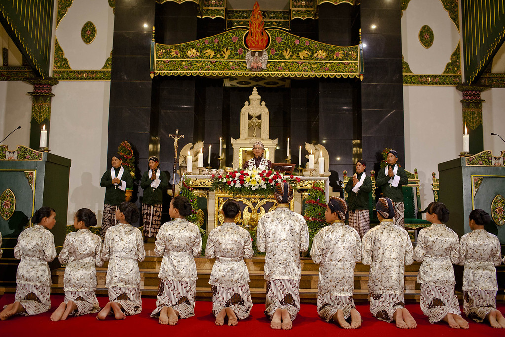 Description of . Indonesian Javanese Christians attend Christmas eve mass at Ganjuran church on December 24, 2013 in Yogyakarta, Indonesia. Christmas is a national holiday in Indonesia, despite only eight percent of the population identifying as Christian. (Photo by Ulet Ifansasti/Getty Images)