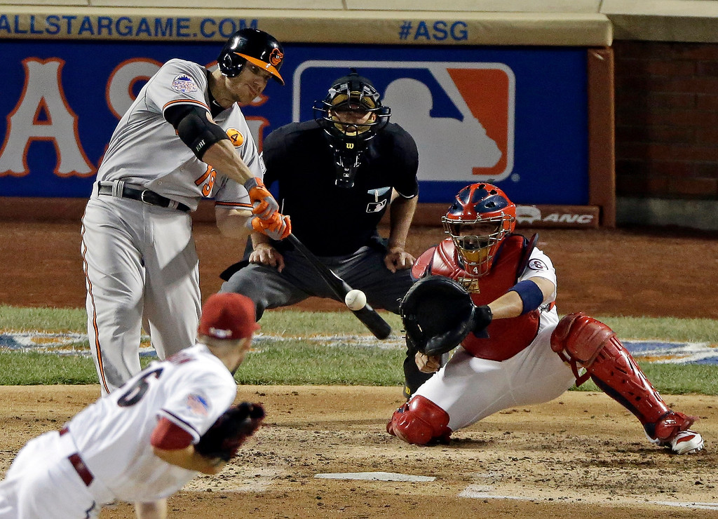 Description of . American League's Chris Davis, of the Baltimore Orioles, hits a single during the fourth inning of the MLB All-Star baseball game, on Tuesday, July 16, 2013, in New York. (AP Photo/Frank Franklin II)