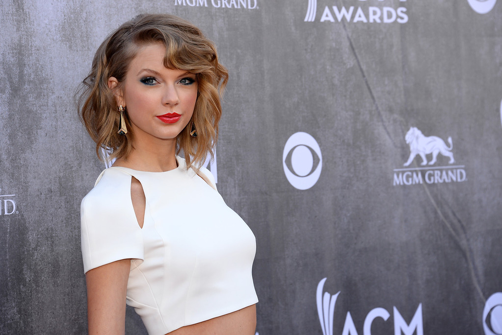 Description of . Taylor Swift arrives at the 49th annual Academy of Country Music Awards at the MGM Grand Garden Arena on Sunday, April 6, 2014, in Las Vegas. (Photo by Al Powers/Powers Imagery/Invision/AP)