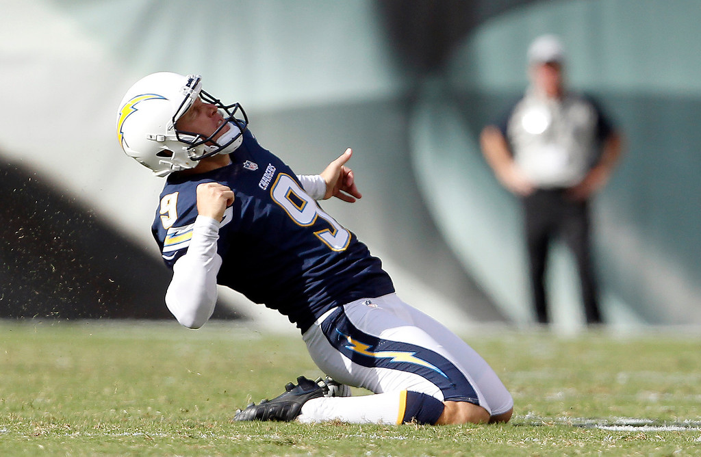Description of . San Diego Chargers' Nick Novak celebrates after kicking the go-ahead field goal during the second half of an NFL football game, Sunday, Sept. 15, 2013, in Philadelphia. San Diego won 33-30. (AP Photo/Philadelphia Daily News, David Maialetti)