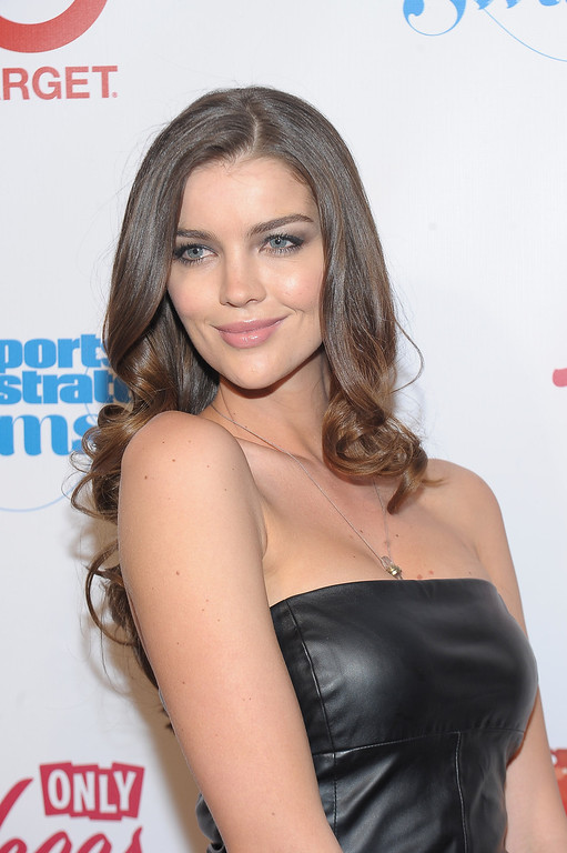 Description of . NEW YORK, NY - FEBRUARY 12:  Model Natasha Barnard attends as Sports Illustrated celebrates SI Swimsuit 2013 with a star-studded red carpet kickoff event at Crimson on February 12, 2013 in New York City.  (Photo by Michael Loccisano/Getty Images for Sports Illustrated)