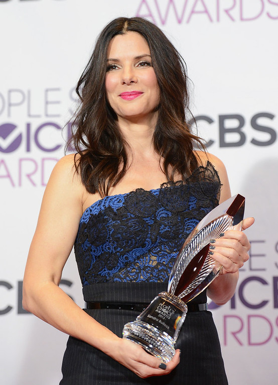 Description of . Actress Sandra Bullock, winner of Favorite Humanitarian award, poses in the press room at the 39th Annual People's Choice Awards at Nokia Theatre L.A. Live on January 9, 2013 in Los Angeles, California.  (Photo by Jason Merritt/Getty Images)