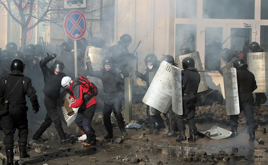 Description of . Police clash with anti-government protesters in Kiev on February 18, 2014.  Ukraine's prosecutor-general on Tuesday warned he would seek to impose the
