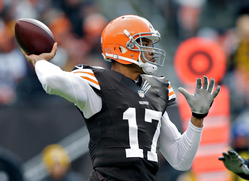 Description of . Cleveland Browns quarterback Jason Campbell passes against the Pittsburgh Steelers in the first quarter of an NFL football game Sunday, Nov. 24, 2013, in Cleveland. (AP Photo/Tony Dejak)