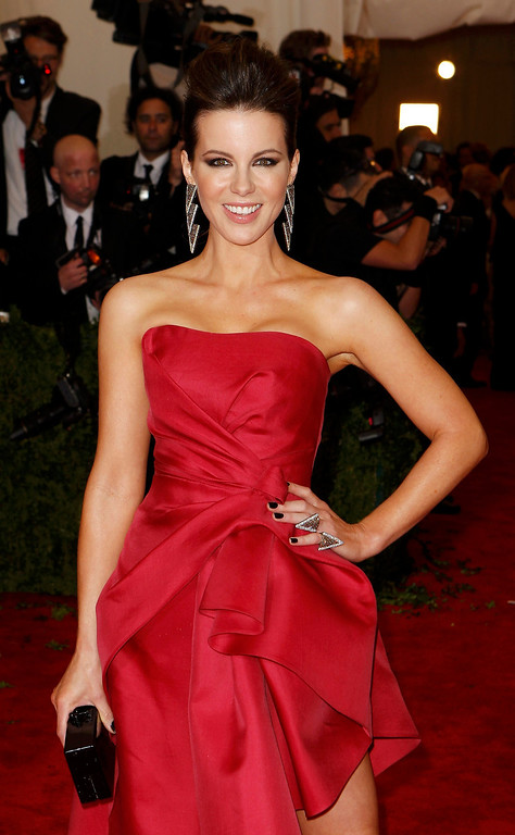 Description of . Actress Kate Beckinsale arrives at the Metropolitan Museum of Art Costume Institute Benefit celebrating the opening of