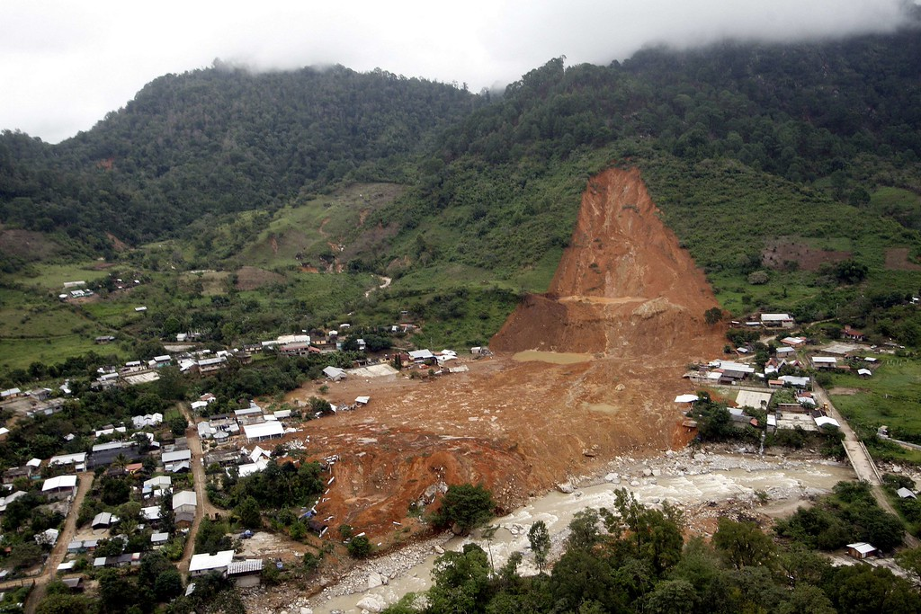 Description of . Aerial view of the landslide that buried part of La Pintada village, Guerrero state, Mexico, after heavy rains hit the area, on September 19, 2013. Deaths from floods and landslides battering Mexico neared 100 on Thursday as a fresh hurricane hit the northwest and rescuers faced a risky mission in a village buried in mud.. AFP PHOTO/ Pedro PARDO/AFP/Getty Images