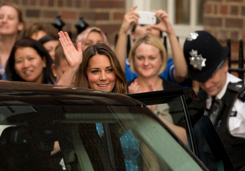 Description of . Britain\'s Kate Duchess of Cambridge waves as she gets in a vehicle to leave, Tuesday July 23, 2013, after posing with her husband Prince William and their newly born baby son for photographers outside St. Mary\'s Hospital exclusive Lindo Wing in London where the Duchess gave birth on Monday July 22. The Royal couple are expected to head to Londonís Kensington Palace from the hospital with their newly born son, the third in line to the British throne.  (AP Photo/Matt Dunham)