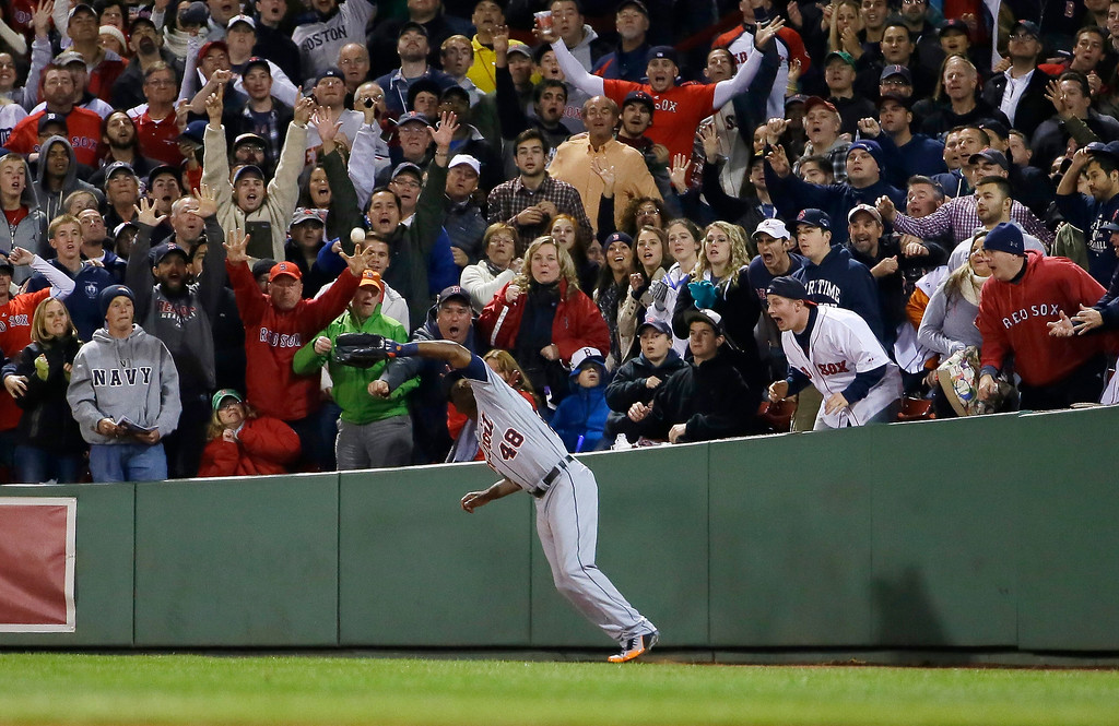 Description of . Detroit Tigers right fielder Torii Hunter catches a ball hit by Boston Red Sox's Jarrod Saltalamacchia in the fifth inning during Game 2 of the American League baseball championship series Sunday, Oct. 13, 2013, in Boston. (AP Photo/Matt Slocum)