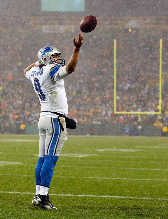 Description of . Detroit Lions' Matthew Stafford reacts after rushing for a touchdown during the first half of an NFL football game against the Green Bay Packers Sunday, Dec. 9, 2012, in Green Bay, Wis. (AP Photo/Jeffrey Phelps)