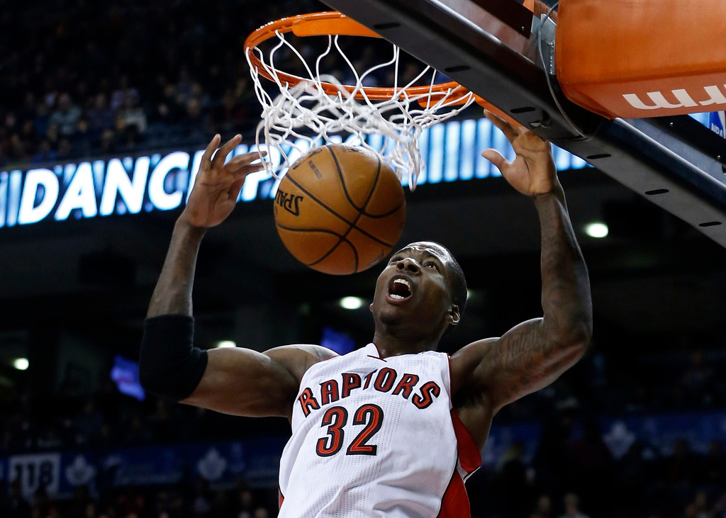 Description of . Toronto Raptors' Ed Davis goes up for a slam dunk against the Los Angeles Lakers during the second half of their NBA basketball game in Toronto, January 20, 2013. REUTERS/Mark Blinch