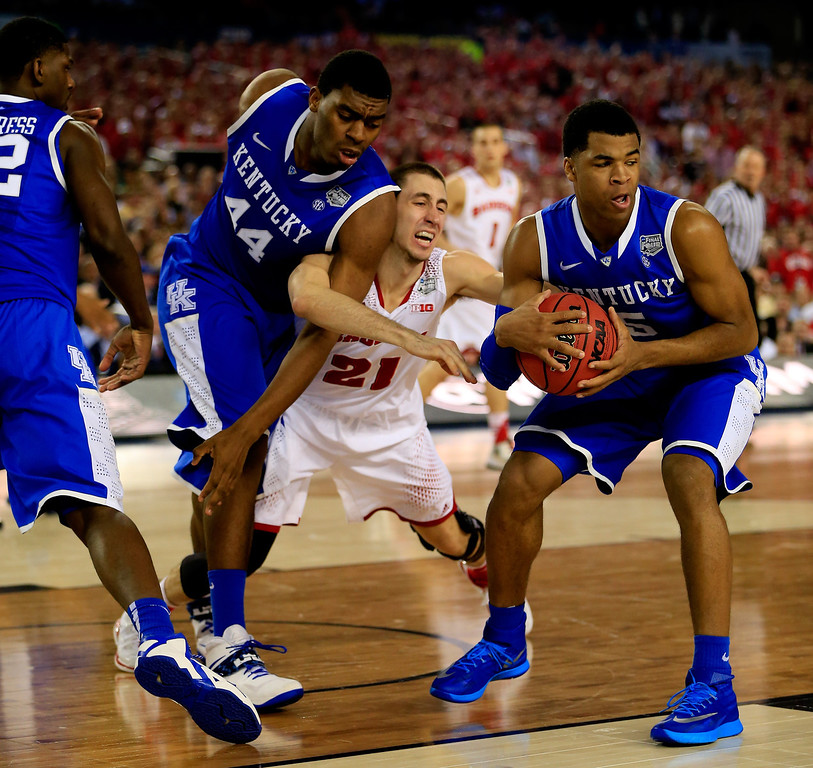 Description of . ARLINGTON, TX - APRIL 05: Josh Gasser #21 of the Wisconsin Badgers battles with Andrew Harrison #5 of the Kentucky Wildcats during the NCAA Men's Final Four Semifinal at AT&T Stadium on April 5, 2014 in Arlington, Texas.  (Photo by Jamie Squire/Getty Images)