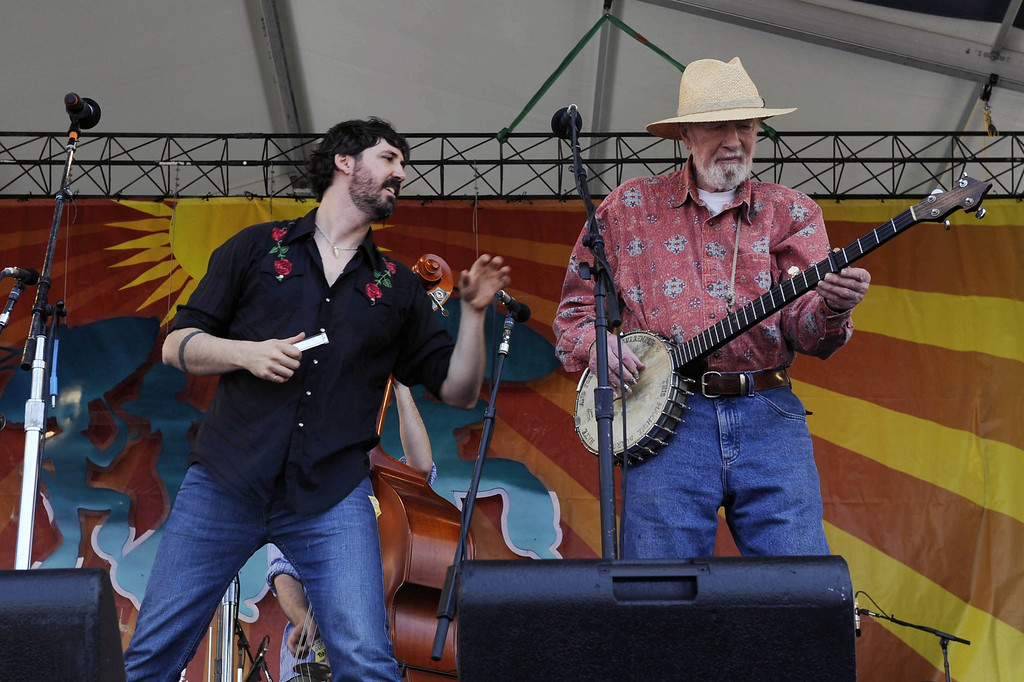 Description of . Tao Rodriguez Seeger and his grandfather Pete Seeger perform at the New Orleans Jazz and Heritage Festival, Saturday, April 25, 2009 in New Orleans.  (AP Photo/Cheryl Gerber)